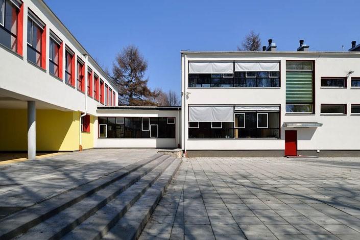 """Nagrody w konkursie Architektura Roku: W kategorii """"obiekt"""" nagrodę przyznano za termomodernizację budynku III LO w Tychach, zaprojektowaną przez Roberta Skitka z pracowni RS+."""