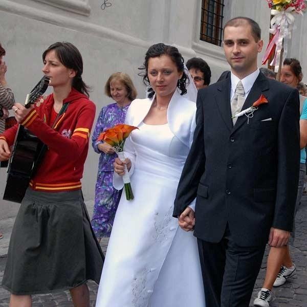 Zaraz po porannej ceremonii ślubnej w bazylice archikatedralnej w Przemyślu nowożeńcy Sławomir i Anna (na zdjęciu) wyruszyli na pielgrzymkę do Częstochowy.