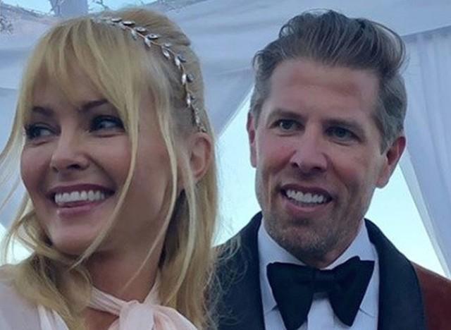 """Izabella Scorpuco wyszła za mąż. Powiedziała sakramentalne """"Tak"""" szwedzkiemu biznesmenowi Karlowi Rosengrenowi."""