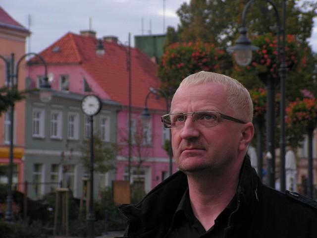 - W cywilizowanym świecie, w XXI wieku, nie da rady zapobiec wszawicy w szkole? Kto ma się tym zająć? – pyta bezradnie Wojciech Starzyński.