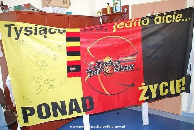 Odzyskane flagi trafiły do właściciela