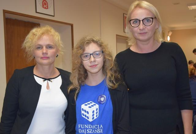 Dzięki Fundacji Daj Szansę młodzi, utalentowani ludzie jak Emilia Gadecka (w środku) mogą rozwijać swoje zdolności.