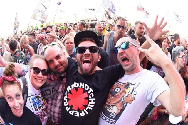 Pol'and'Rock 2019 za nami. Jak zawsze Woodstock przyciągnął do Kostrzyna nad Odrą tysiące osób. Byłeś wśród nich? Bawiłeś się na koncertach? Zajrzyj do naszej galerii, być może znajdziesz w niej siebie lub znajomych?Sprawdź też:WOODSTOCK 2019: Galeria. Najpiękniejsze dziewczyny na Pol'and'Rock 2019 [ZDJĘCIA]WOODSTOCK 2019: Najpiękniejsze pary na Pol'and'Rock Festivalu. Zobacz galerię z Kostrzyna nad OdrąKolejne zdjęcie -->
