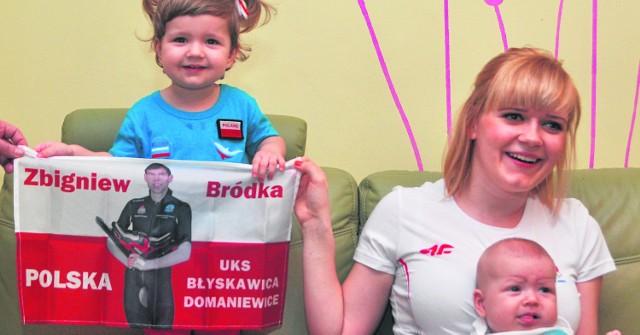 Gabrysia (od lewej), Agnieszka i Amelka Bródka śledziły zmagania  Zbyszka