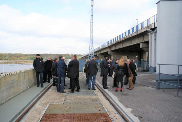 Wszyscy podkreślają, że stopień wodny we Włocławsku (na zdjęciu) to przeżytek PRL-u, ale nowa budowla w Siarzewie ma być zupełnie inna, nowoczesna, spełniająca wyśrubowane wymogi ekologiczne.