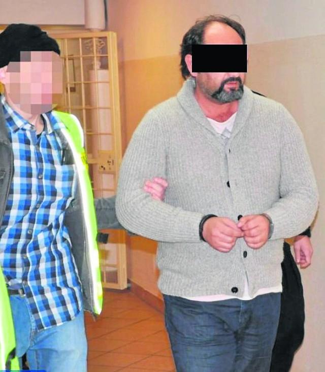 Arkadiusz Ł. mimo poważanych zarzutów przebywa na wolności. Z opinii lekarskich wynika, że choruje na serce