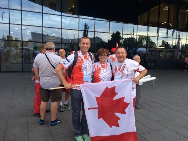 Jerzy i Grażyna Dąbrowa oraz Piotr Łach. Wszyscy pochodzą ze świętokrzyskiego, a na igrzyskach startują w teamie kanadyjskim
