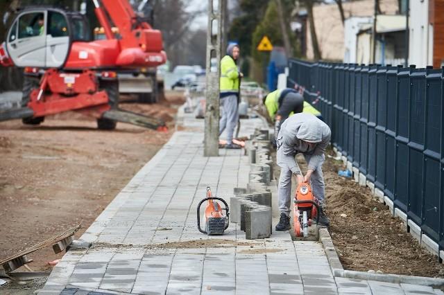 Zarząd Inwestycji Miejskich ogłosił przetargi na remonty kilku osiedlowych ulic, w tym gruntówek. Wykonawcy mogą składać oferty niemal do końca kwietnia.