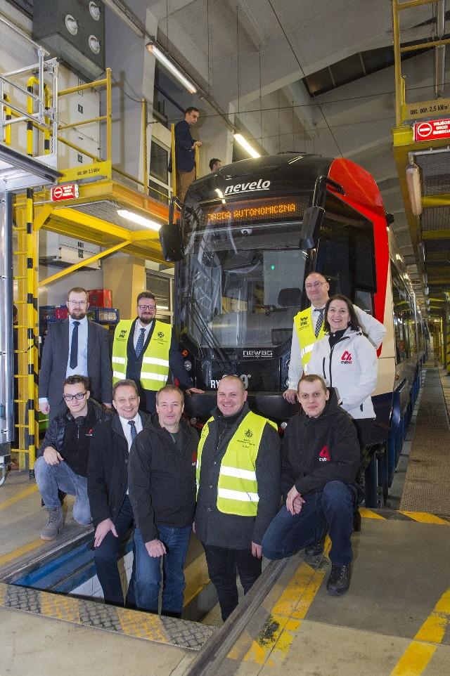 Transportowi eksperci z Politechniki Krakowskiej należy do jednych z najbardziej cenionych w Europie, pracują m.in. nad projektem tramwaju autonomicznego. Swoją wiedzą dzielą się ze studentami uczelni, m.in. w ramach Szkoły Transportu PK