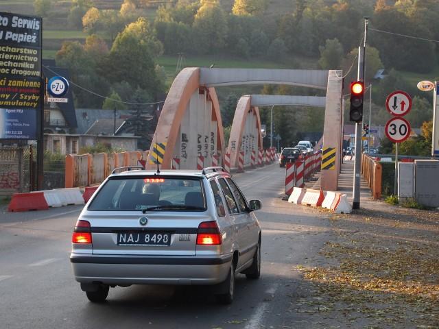 Obecnie na moście w Białym Dunajcu obowiązuje ruch wahadłowy. W efekcie tworzą się tam spore korki.