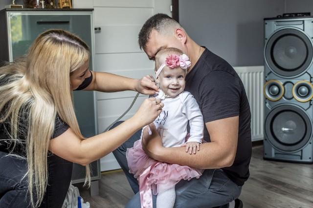 Zosia pierwsze pięć miesięcy swojego życia spędziła w szpitalu. Teraz, jak mówią lekarze, w ekspresowym tempie nadrabia zaległości