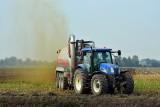 Rolnik to nie przestępca, gdy rozwozi obornik i gnojowicę! Dostosuj się na wsi