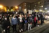 """Strajk kobiet w Sosnowcu z liczną obecnością mężczyzn. Mieszkańcy spotkali się na """"Patelni"""", by wspólnie protestować"""