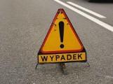 Poważny wypadek w Kaliszu. Rozpędzony mercedes spadł ze skarpy. 7-letnia dziewczynka trafiła do szpitala