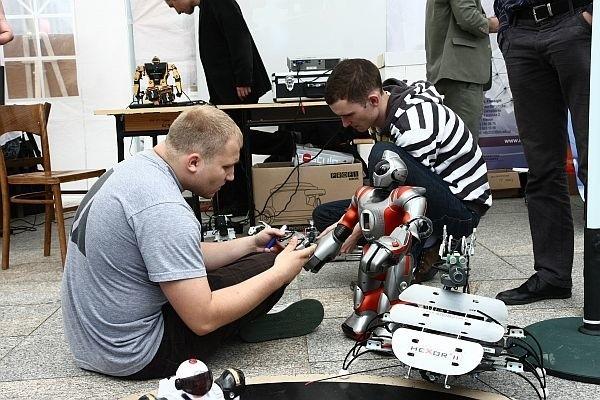 Roboty fascynują przede wszystkim mężczyzn
