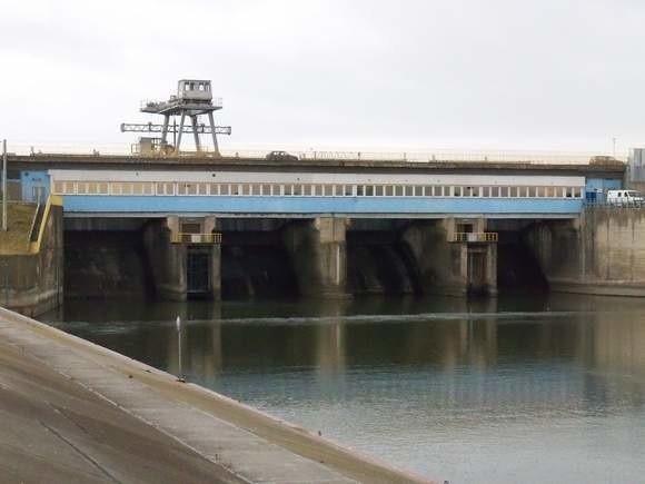 Jezioro Nyskie. Elektrownia na zaporze.