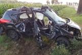 Pępowo: Śmiertelny wypadek na drodze - w zderzeniu samochodu z ciągnikiem rolniczym zginęła młoda kobieta [ZDJĘCIA]