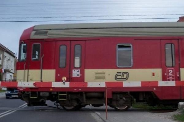 Obecnie przez Głuchołazy przejeżdża dziennie osiem par pociągów z Jesenika do Krnova i Ostravy.
