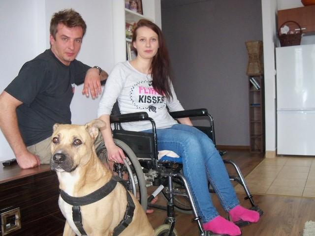 Paula Sochaj-Gola, 27-letnia mieszkanka Głuchołaz choruje na rzadką chorobę kręgosłupa.
