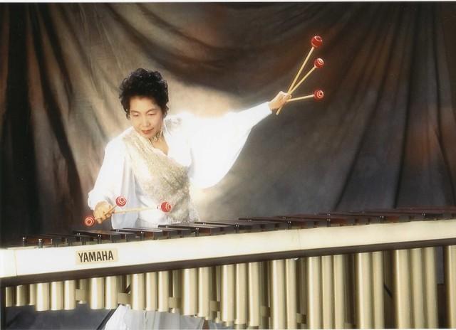 Keiko Abe z Japonii to jedna z słynniejszych kompozytorek i wirtuozów marimby na świecie.
