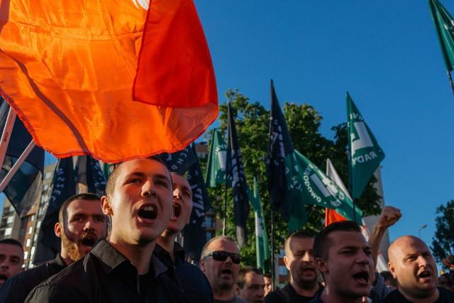 """Maj 2017. Protest ONR przeciwko spektaklowi """"Klątwa""""."""