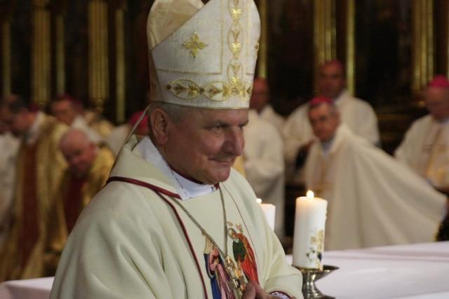 Biskup Edward Janiak wylądował w szpitalu