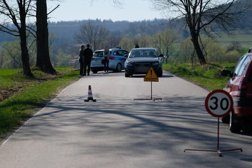 - Sygnalizuj swoje manewryna drodze z takim wyprzedzeniem i...