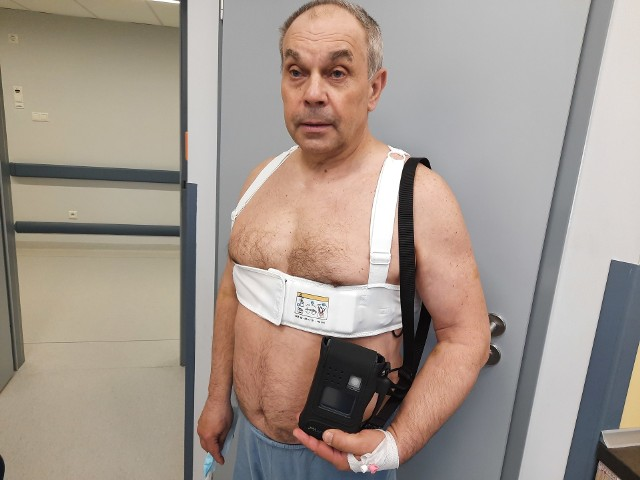 Kamizelka defibrylująca (Klinika Kardiologii Inwazyjnej USK w Białymstoku, 7.05.2021 r.)