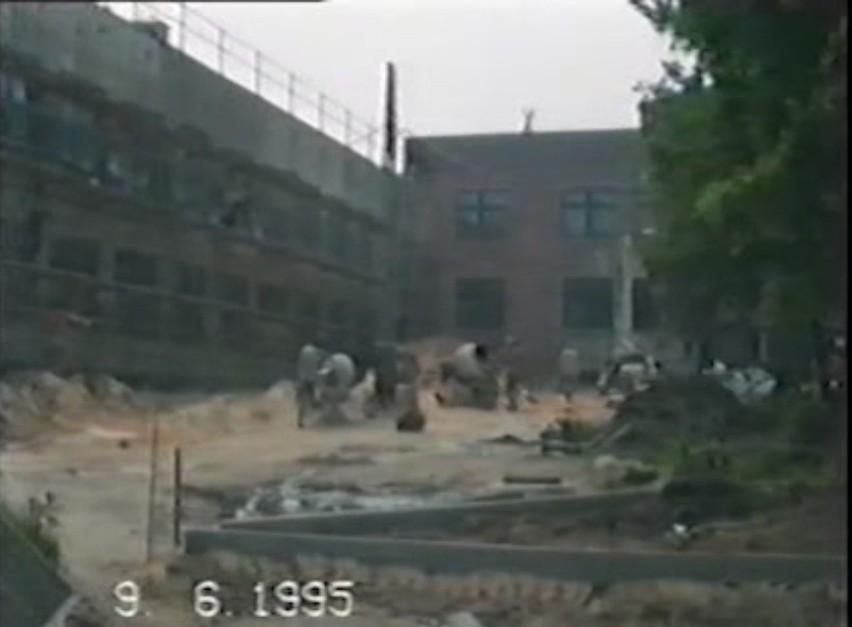 Budowa szkoły dwujęzycznej w Oleśnie, czerwiec 1995 roku.