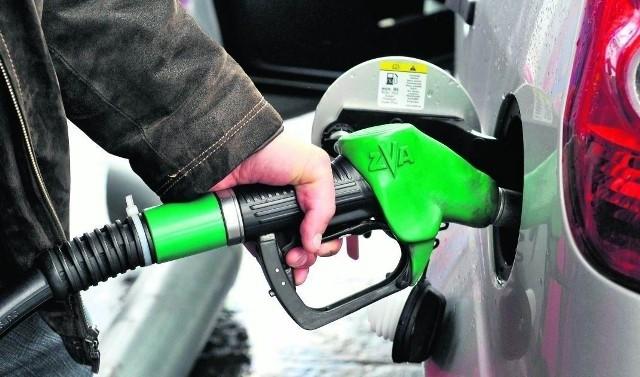 Ceny paliw są obecnie najwyższe od początku roku. Ale to się zmieni.