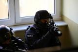 Poznańscy policjanci z patrolu szkolili się w opuszczonym budynku [ZDJĘCIA]