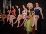 Miss podwiązki. Dziewczyny, pokażcie nogi!