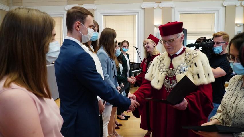 Święto Uniwersytetu Jana Kochanowskiego w Kielcach. Medale dla Bętkowskiego, Lipca i Sołowowa [ZDJĘCIA]