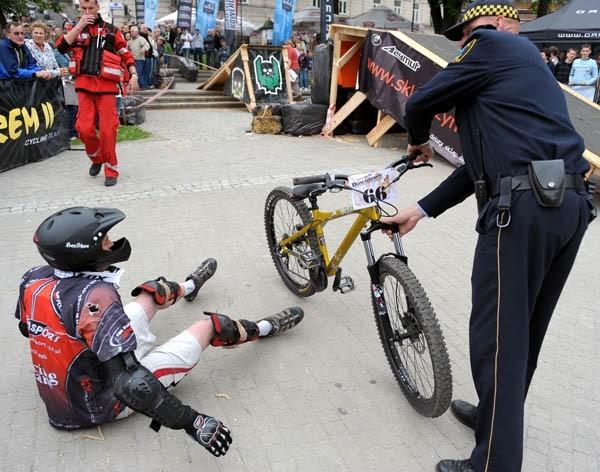 Downtown Przemyśl 2010W Przemyślu trwają zawody w ekstremalnej jeLdzie na rowerze. Uczestniczy w nich blisko 100 zawodników.