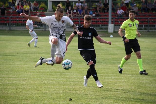 Wólczanka Wólka Pełkińska zagrała do końca i wygrała ze Stalą Kraśnik 3:2 w sobotnim meczu 3. ligi gr. IV.  Wólczanka - Stal Kraśnik 3:2 (1:2)Bramki: 0:1 Czelej 37, 0:2 Skrzyński 39, 1:2 Bała 45+1, 2:2 Łazarz 86, 3:2 Galara 90+1.