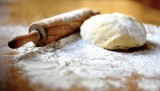 Co oznacza typ mąki? Jaki rodzaj wybrać do biszkoptu, drożdżówki, naleśników lub pierogów? Różne mąki i ich zastosowania