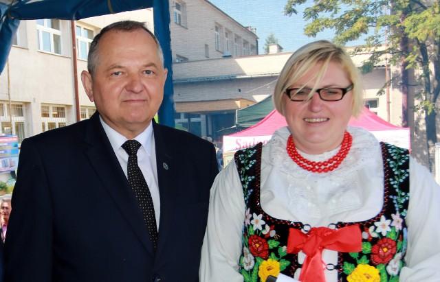 Wiceminister rolnictwa Ryszard Zarudzki z przewodniczącą Rady Gminy Łącko Bernadettą Wąchałą-Gawełek