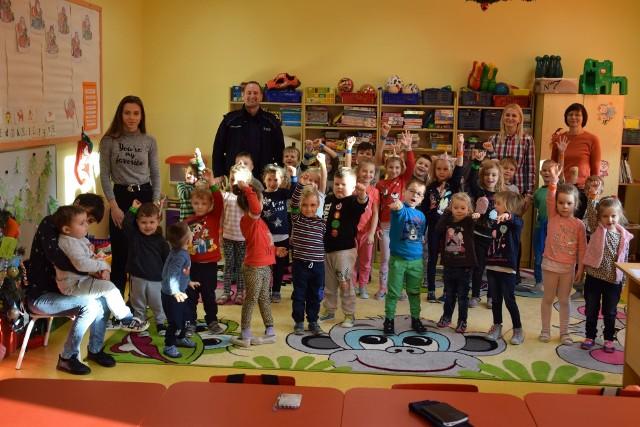 Komisariat Policji w Miastku i Miasteckie Stowarzyszenie Motocyklowe Gryf zorganizowały akcję związaną z bezpiecznym wypoczynkiem  dzieci. Uczniom przypomniano zasady bezpiecznej zabawy i wypoczynku. Dzieci otrzymały także odblaski. Akcje przeprowadzono w szkołach w  Kamnicy, Świerznie, Słosinku, Dretyniu, Wałdowie, Piaszczynie.