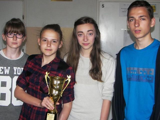 Od lewej: Justyna Kropkowska, Klaudia Bytner, Kasia Górecka oraz Karol Bytner. Młodzież wyjechała do Piotrkowa Kujawskiego