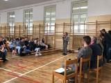 Uczniowie ekonomika dyskutowali  o wyborach