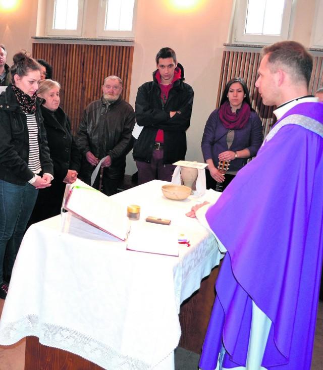 Wczoraj w kaplicy na rybnickim kampusie modlili się studenci imieszkańcy Rybnika. - Modlitwa jest darem serca - mówili studenci