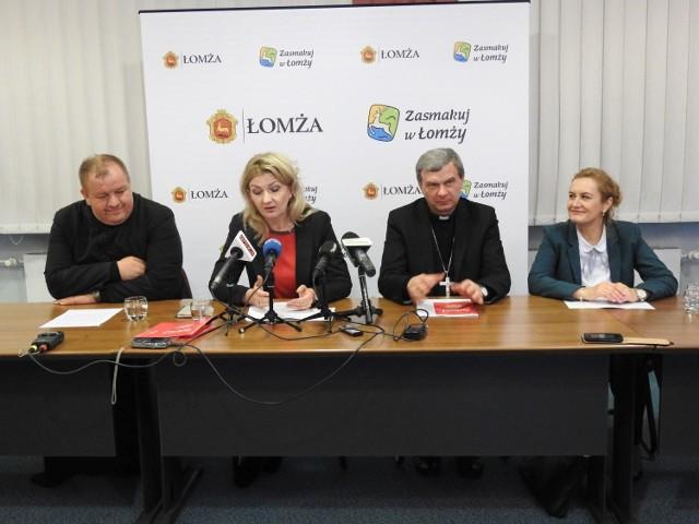 O programie kongresu mówili (od lewej): ks. Tomasz Wilga, wiceprezydent Agnieszka Muzyk, bp Tadeusz Bronakowski i Renata Szymańska