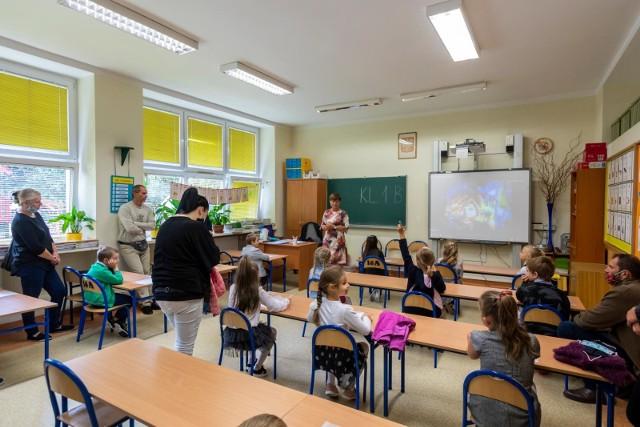 Obecnie dyrektora szkoły lub przedszkola wyłania się w drodze konkursu.
