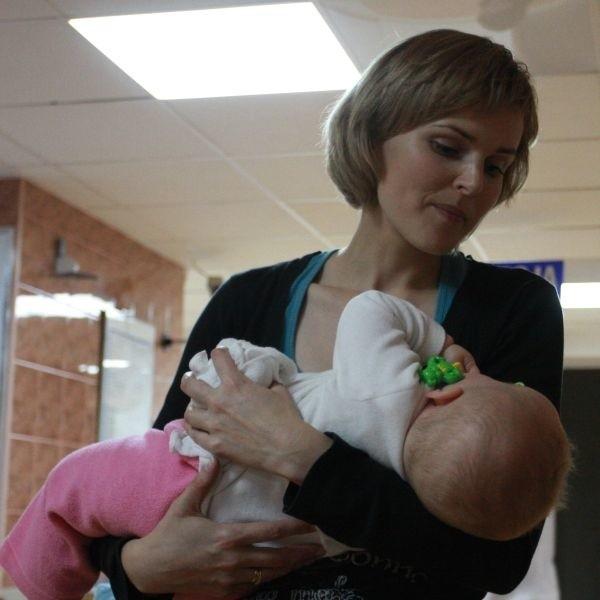 Maleńka Amelka czuje się dobrze. Razem ze swoją mamą i siostrą wróciła do domu. - Całe szczęście - cieszy się jej mama Marta Kozioł.