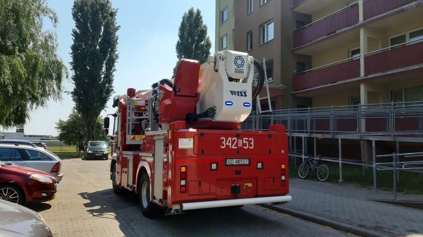 Cztery wozy strażackie zostały wysłane do pożaru śmietnika w...