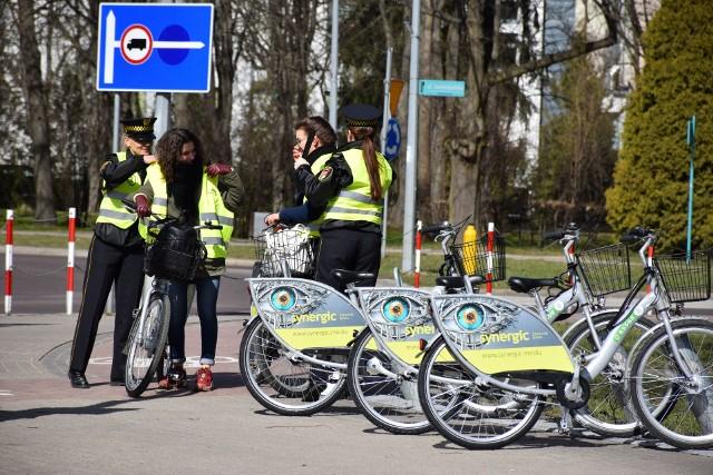 W poniedziałek funkcjonariusze Straży Miejskiej w Białymstoku wspólnie z przedstawicielami Biura Zarządzania Kryzysowego Urzędu Miejskiego w Białymstoku zorganizowali akcję odblaskową dla cyklistów.