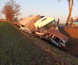 Gmina Stare Pole. Wypadek na drodze krajowej nr 22. Kierowca zabrany przez śmigłowiec LPR po zderzeniu z ciężarówką.Są utrudnienia