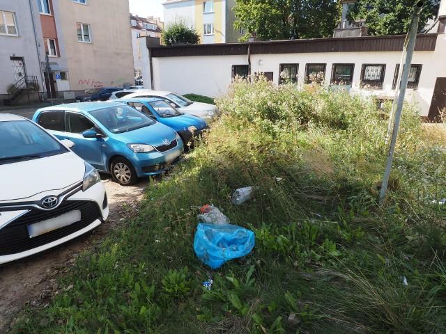 Podwórko znajduje się w ścisłym centrum Koszalina.