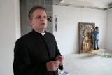 Parafia pw. Świętej Trójcy. Proboszcz urządza Parafialne Centrum Aktywizacji Młodych (wideo)