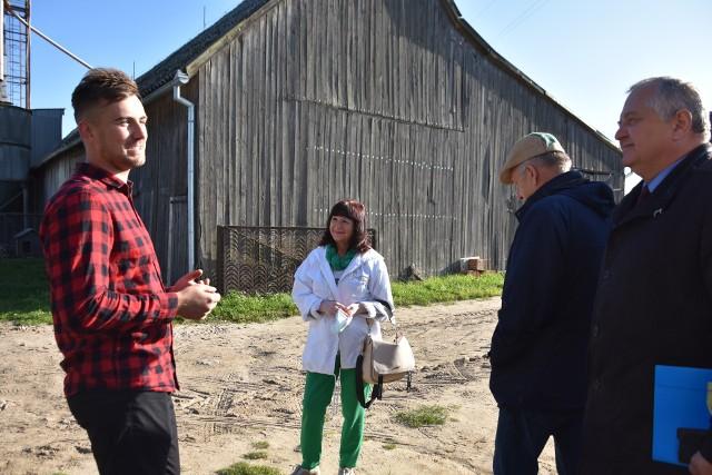 Przedstawiciele kapituły konkursu odwiedzili młodego rolnika pod koniec września